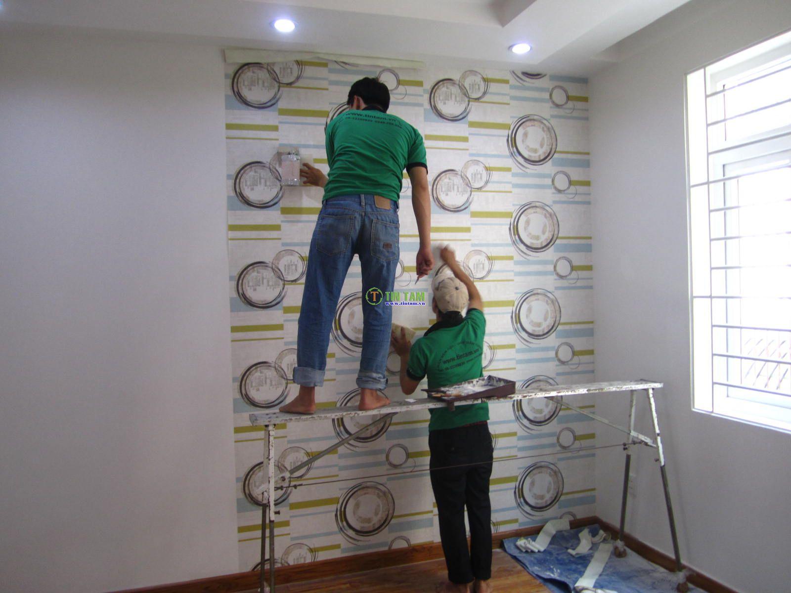 thi công dán giấy dán tường